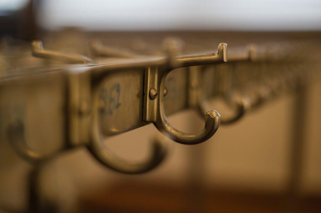 Ein Garderobenpaneel bekommst Du aus verschiedenen Materialien und in tollen Designs.