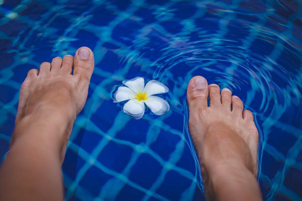 Swimmingpool fuer den Garten Aufbauen bevor Abkuehlen