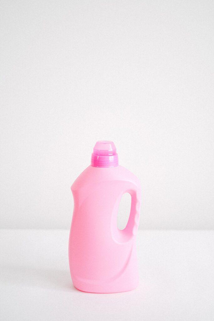 Es gibt drei Arten von Weichspülern: herkömmliche Weichspüler, Öko-Weichspüler und 2-in-1 Waschmittel, die Weichspüler enthalten.